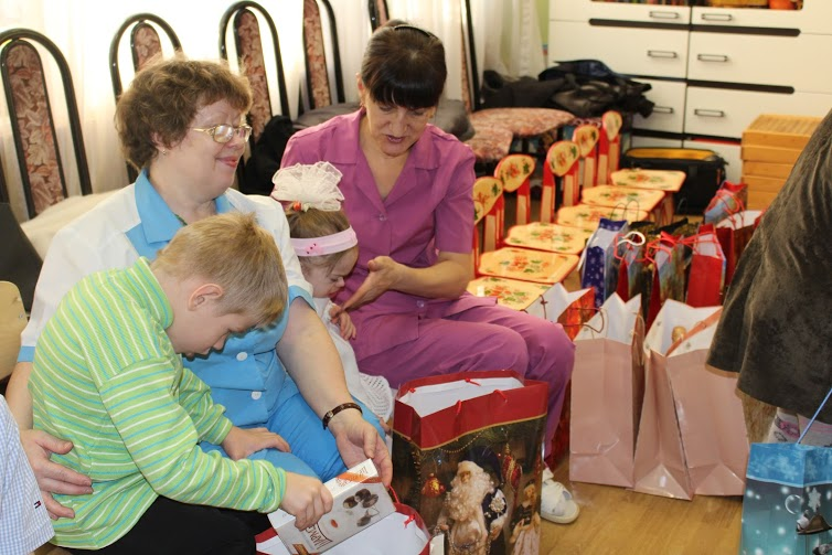 Новогодние подарки для детей из детского дома №21