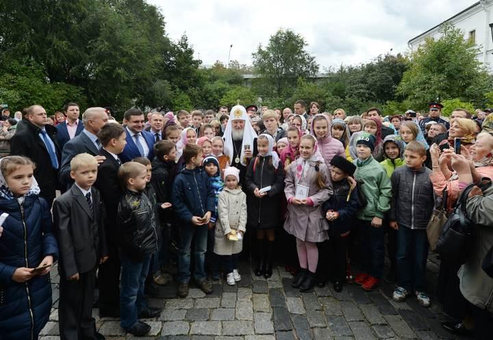 Благотворительная акция «Российская Детская Радость», благословение детей Патриархом Кириллом в Свято Даниловском монастыре.