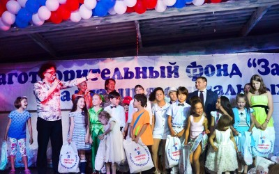 Звезды приготовили «благотворительное» барбекю для талантливых детей.