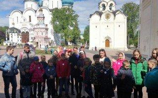 В Московской области дети военнослужащих и сотрудников Росгвардии посетили Свято-Троицкую Сергиеву Лавру