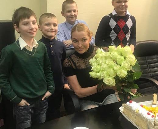 Поздравление с Новым годом и встреча с Анастасией Волочковой