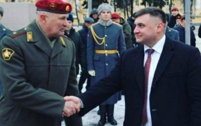 Генерал-майор Меликов М.А. вручил наградное оружие президенту фонда