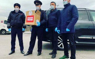 Благотворительный фонд передал и.о. начальника областного управления ГИБДД Виктору Гаврилову партию из 1000 сертифицированных медицинских масок и антисептики