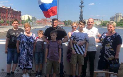 Благотворительный фонд «Защитник счастья» вместе с подопечными отправились на экскурсию по Москве-реке