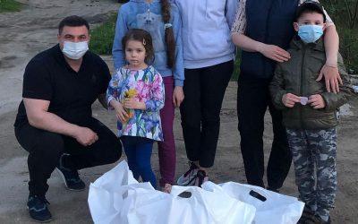 Президент фонда «Защитник счастья» доставил продуктовые наборы детям и их мамам