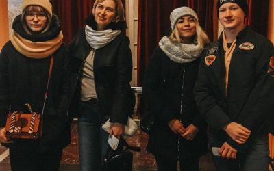 Благотворительный фонд «Защитник счастья» организовал поход в театр на малой Бронной